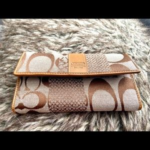 Pre ❤️ Coach Signature Women Wallet
